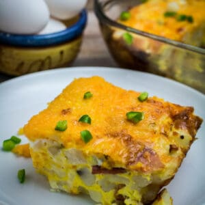 Savory hash browns, crispy bacon, cheese, and protein-rich eggs come together perfectly in this Easy Breakfast Casserole. Add green bell pepper and a dash of cayenne to take this breakfast (or brunch!) to the next level.