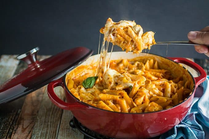 Easy one pot chicken parmesan pasta dishing delish one pot chicken parm pasta 2 forumfinder